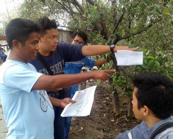 Yayasan IKAMaT dan PJB UP Muara Tawar Survei Lokasi Pembibitan Mangrove